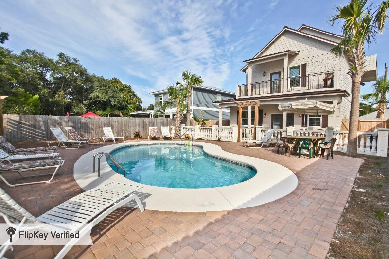 Island Obsession  New 9bd/8 bth Private Pool Gulf View! (No Weddings) Sleeps 18 - Image 1 - Destin - rentals