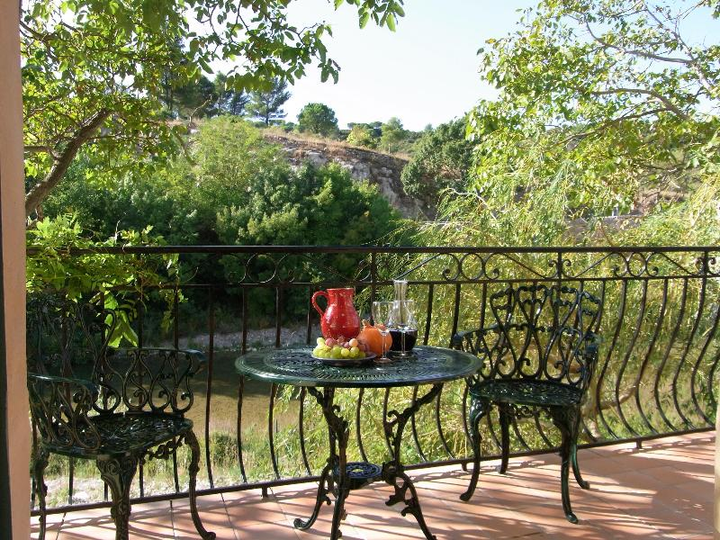 The Balcony GIte, Lagrasse (The Riverside Gites) - Luxury Riverside Apartment 25mins from Carcassonne - Lagrasse - rentals