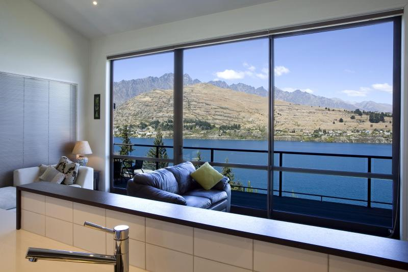 Completley Unobstructed Mountain and Lake Views From Most Rooms in the House - Queenstown Retreat - Luxurious with Stunning Views - Queenstown - rentals