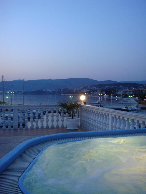 Jacuzzi on the roof terrace with gorgeous view - Beachfront Apartments * Perfect Location * Jacuzzi - Trogir - rentals