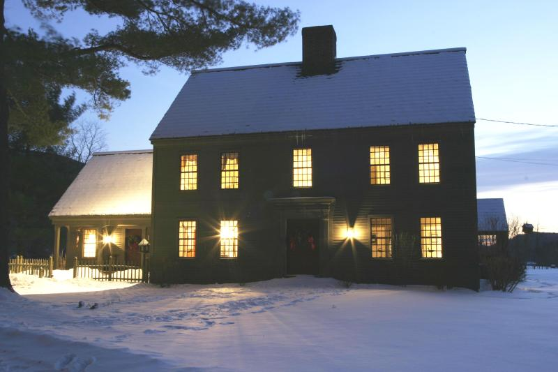 Front of house in winter twilight - Wonderfully Comfortable Home - Manchester - rentals