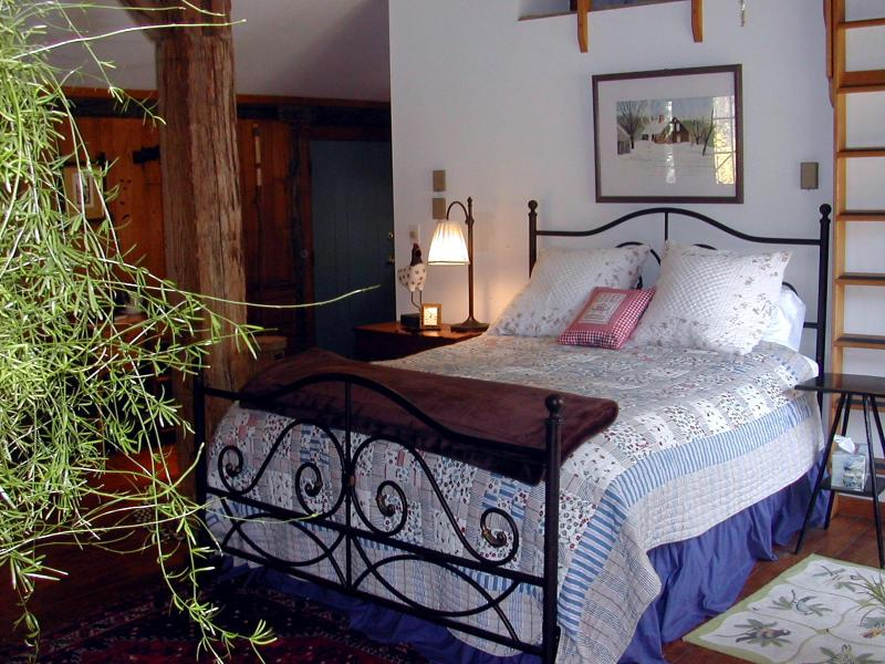 The bed fit for a queen - The Sugar House, A Private Guest House - Newfane - rentals