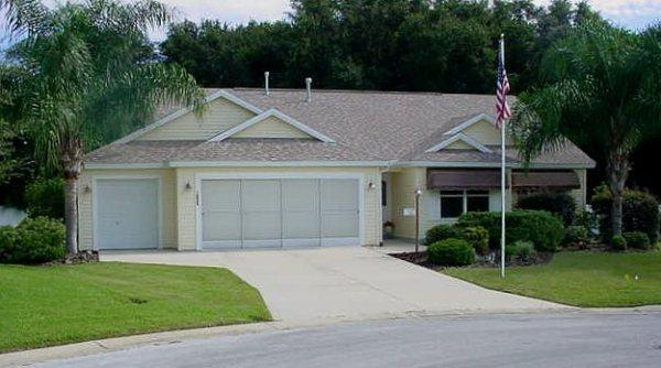 House Front - Lovely Home Heated Pool Covered Lanai Private Lot - The Villages - rentals