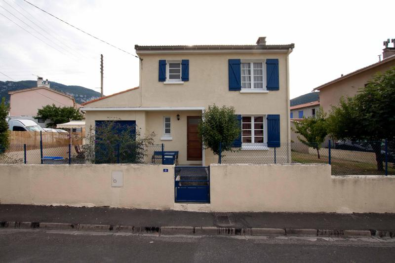 Front view - Detached house Languedoc-Roussillion South France - Quillan - rentals