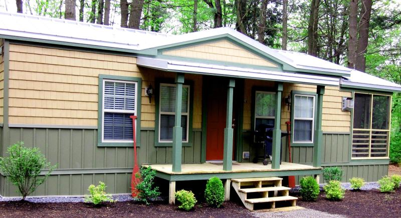 Exterior of the cottage - Charming fireplace cottage near Saratoga Springs! - Saratoga Springs - rentals