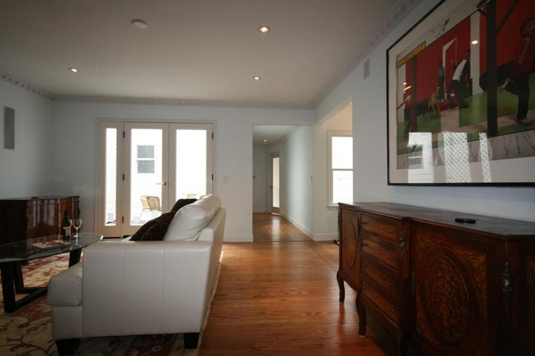 Living room - Prime Central Luxurious 2/2  + Den + Parking Available near Underground Lines. - San Francisco - rentals