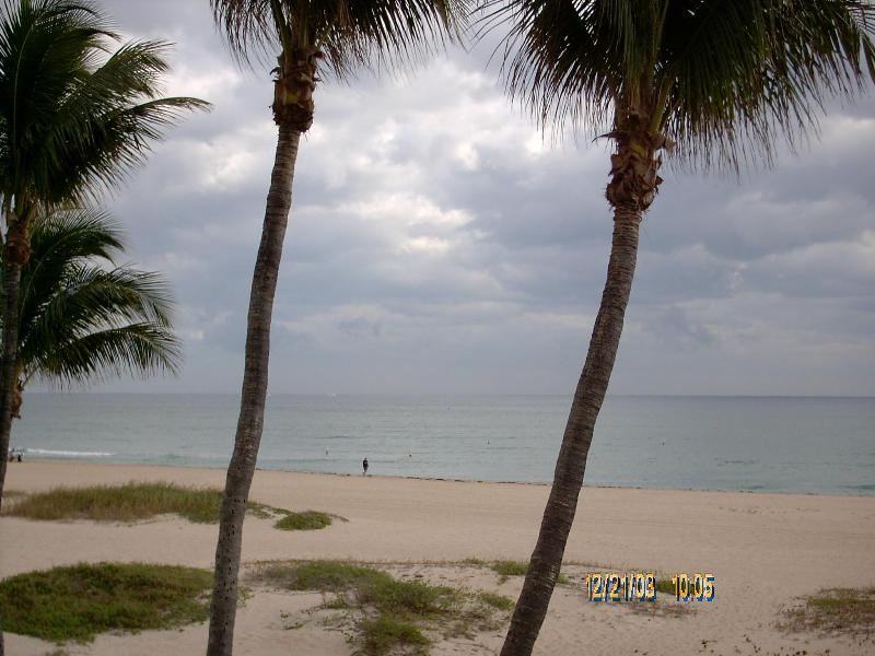 View of ocean from master suite balcony - 7 Steps to Sand- 2BR 2.5 BTH Beachfront Townhouse - Pompano Beach - rentals