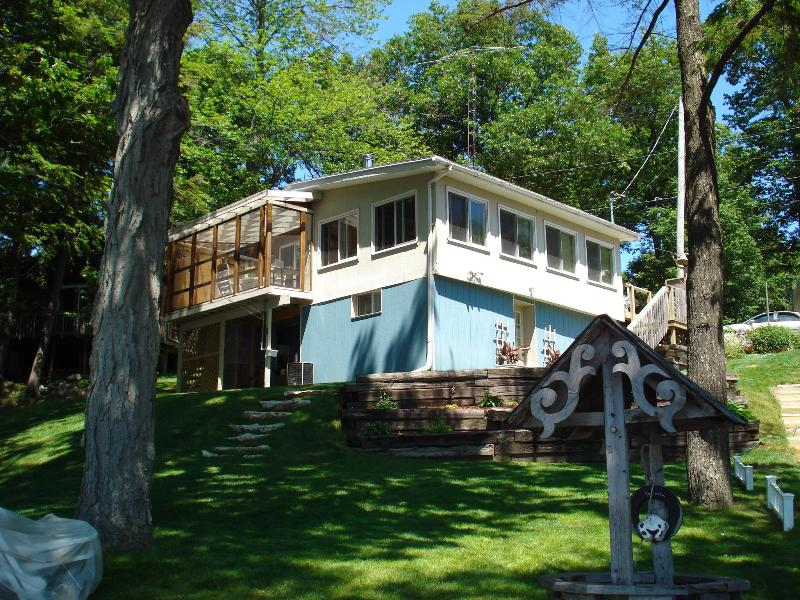 Front view from the beach - SUNSETBEACH COTTAGE,CROWE LAKE,SANDY BEACH,SUNSETS - Marmora - rentals