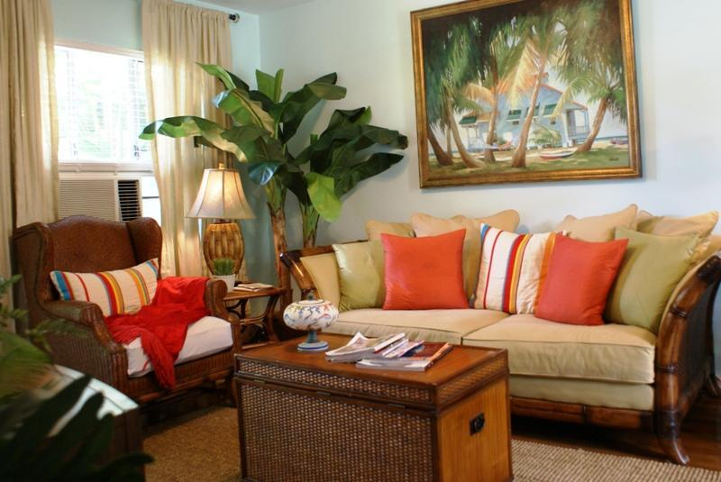 Spacious Living Room - Casa Grandview Barefoot Ocean Breeze Cabana Suite - West Palm Beach - rentals