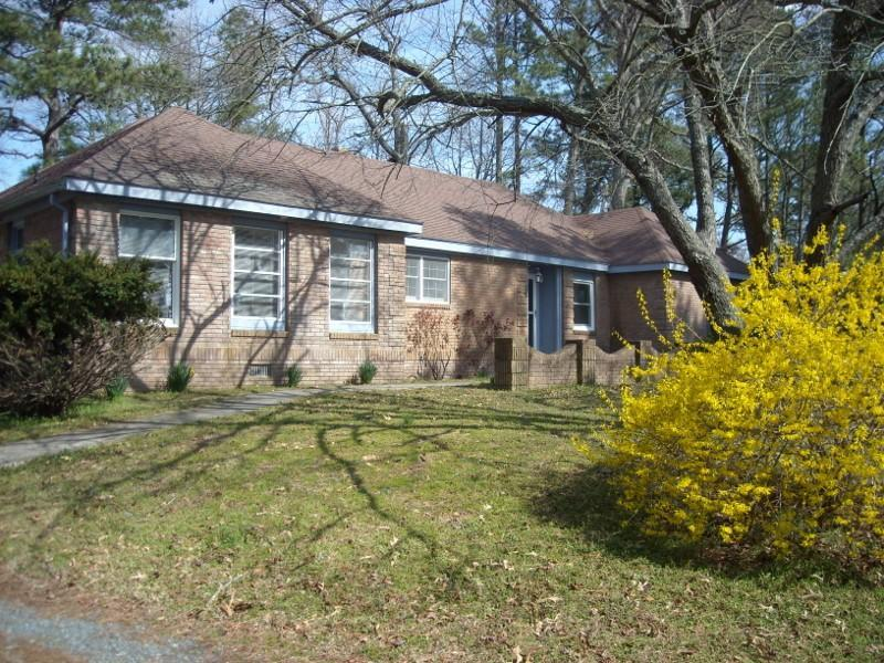 "GORGEOUS 3BR  WATERVIEW ""GINCOTEAGUE ESTATE"" - Image 1 - Chincoteague Island - rentals"