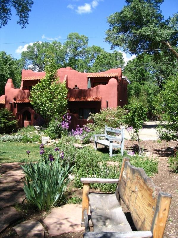 The gardens outside our condo (straight ahead) are peaceful and relaxing - Beautiful Home, walk to Historic Plaza - Taos - rentals
