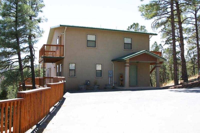 Front with Parking area - Sir Bear Lookout - Ruidoso - rentals