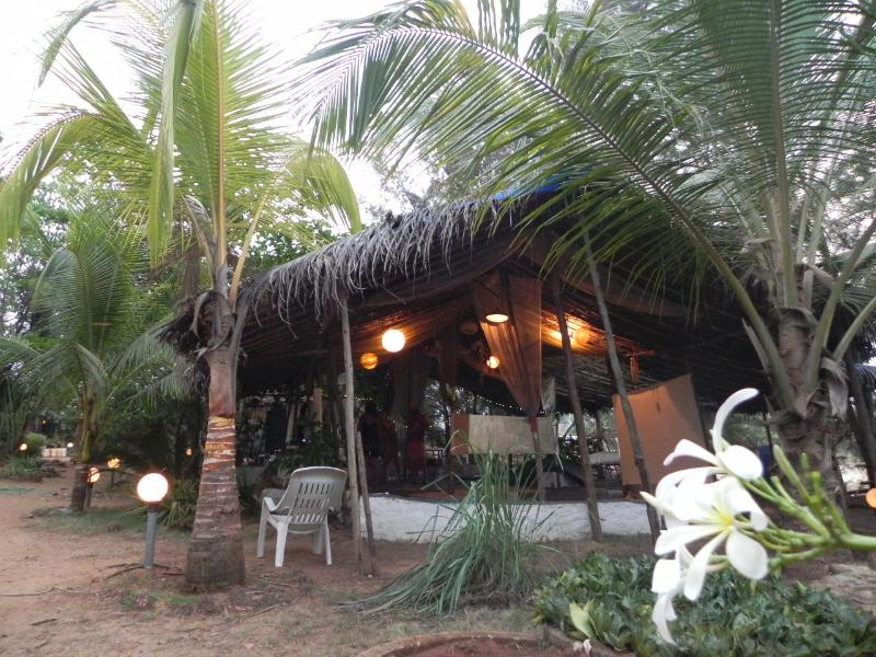 Walking into the resto-lounge - Art Escape - An Eco Art Resort | Benaulim, Goa. - Benaulim - rentals