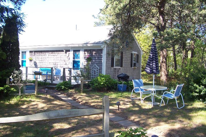 A lovely place to sit outside in the morning or evening and hear the ocean - Beach Road Guest Studio. Easy Walk to Nauset Beach - East Orleans - rentals