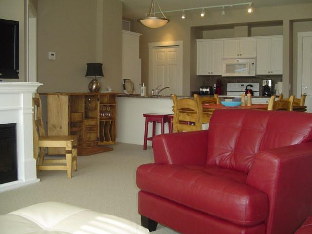 Sit back and Enjoy the view - Top Floor Condo~Fun...Fun...Fun - Kelowna - rentals