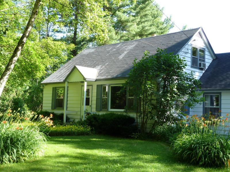 3 bedroom cottage on quiet road in the Berkshires - Image 1 - Great Barrington - rentals