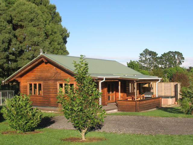 Log Cottage - Log Cottage, Valley Edge Farm - Tauranga - rentals