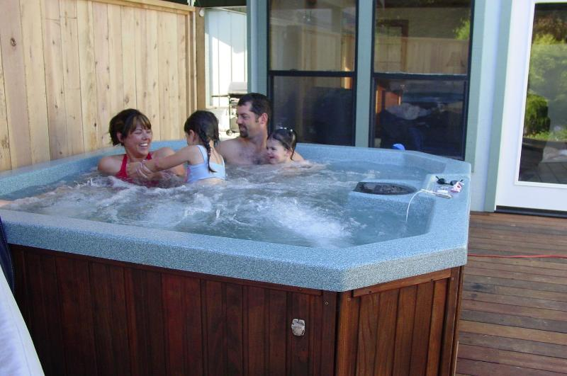 Private Hot Tub - Jeannette's Cottage in the Redwoods, Ferndale, CA - Ferndale - rentals
