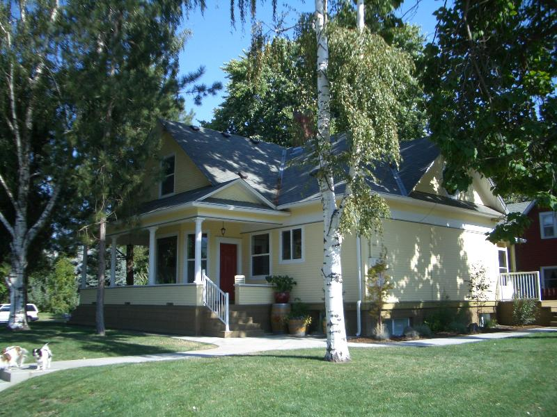 Charming 1904 Home - Bella Vida, 4 bdrms, 3 1/2 baths. Walk to Town. - Walla Walla - rentals