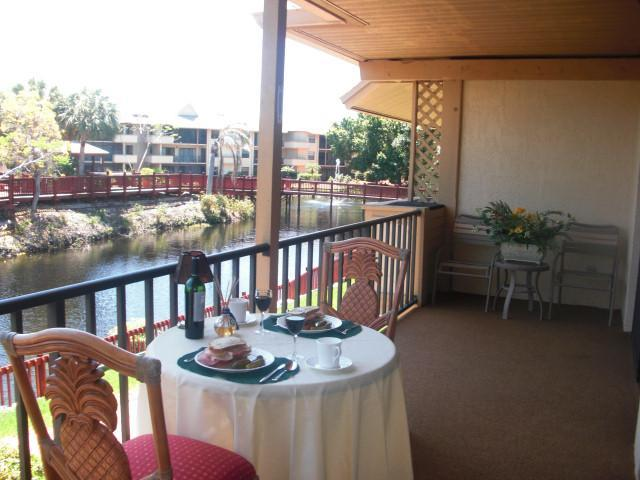 The Lanai overlooking the lake and water fountan - Park Shore Resorts in Naples Florida - Naples - rentals