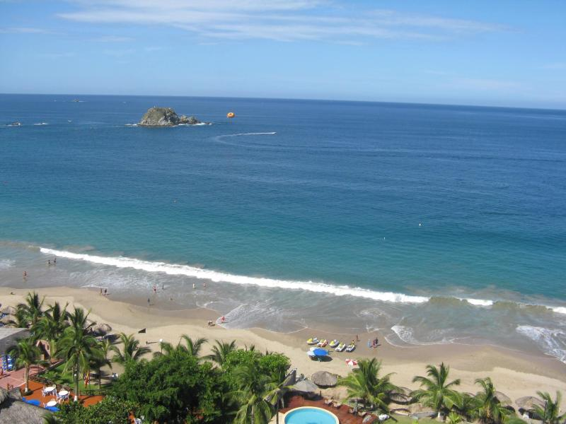 Breathtaking Pacific Ocean views from our balcony. - **Bay View Grand..Luxury on the 12th Floor ** - Guerrero - rentals