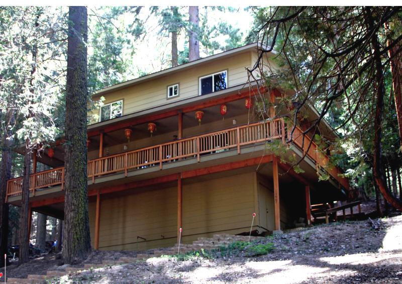 Cabin exterior in summer - Kamala Kabin: Your home in Sequoia Nat'l Forest - Wofford Heights - rentals
