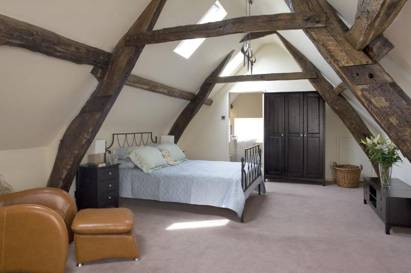 Morton House Loft kingsize bedroom with ensuite roll top bath - Morton House and The Stable Block in Masham - Masham - rentals