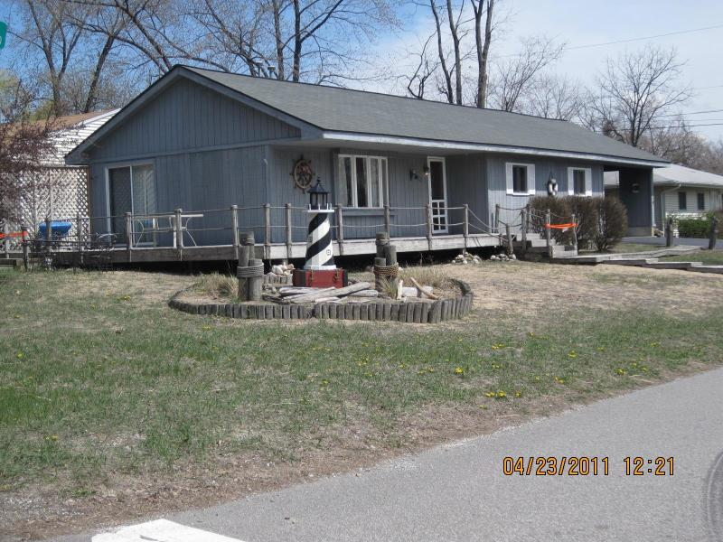 Funtional  lawn Light House & Water Fountain - Beautiful ranch style Lake House - Michigan City - rentals