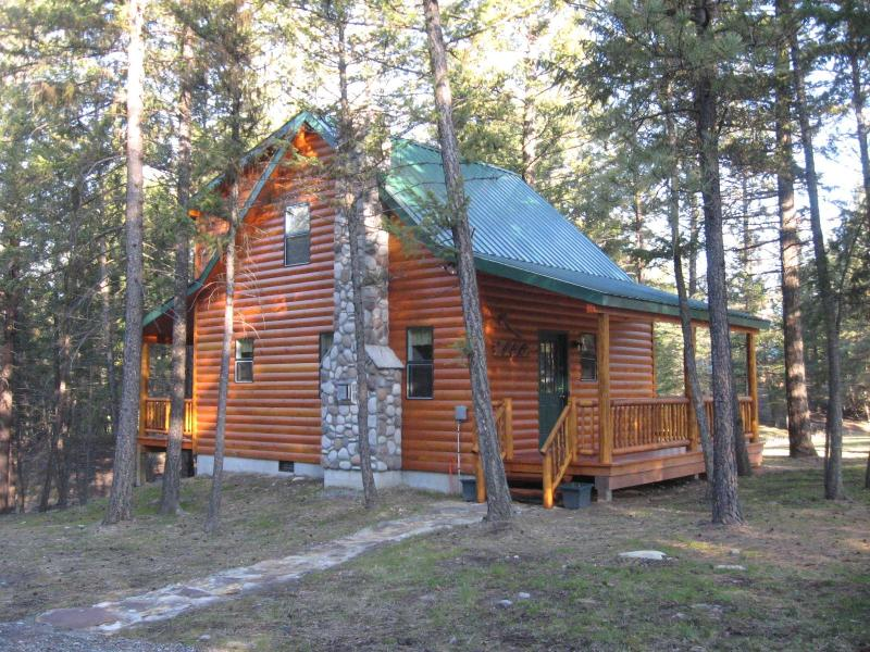 The Bullet Hole Cabin II; nestled in the pines; awaiting your enjoyment! - The Bullet Hole Cabin ~ Hike, Fish, & Wildlife - Eureka - rentals