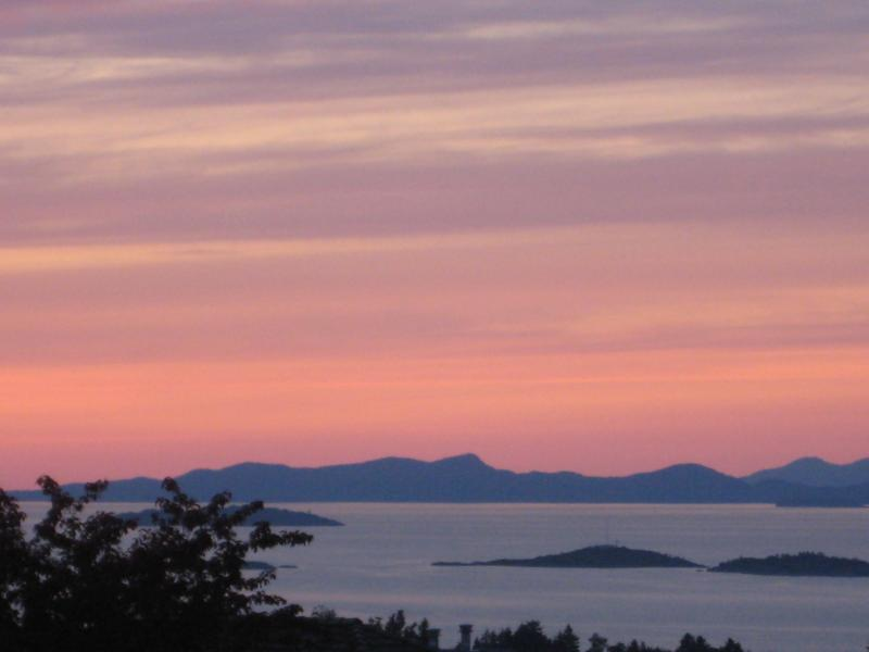 Winchelsea Islands at sunset from Main (Upper) Level. - GeorgiaView 2500sqft4Bed3BathOcean/MtnViewExecHome - Nanaimo - rentals