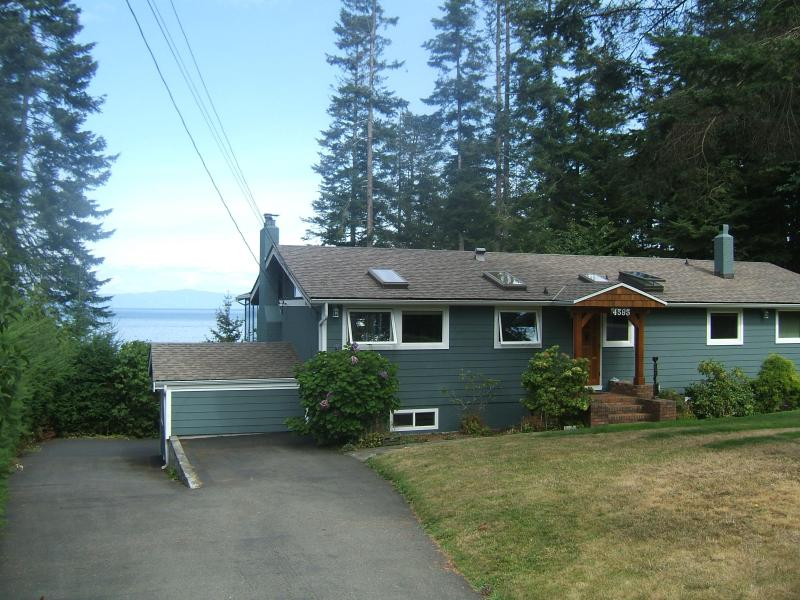 Eagle's Aerie - Waterfront home on Vancouver Island - Bowser - rentals