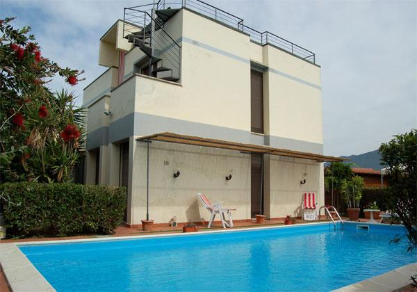 Outside View of the Villa - Modern Villa with pool - San Giuliano Terme - rentals