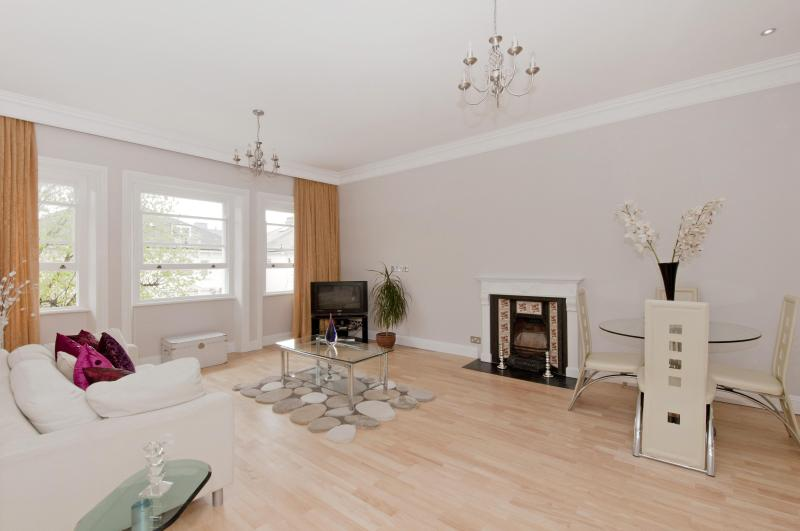 Luxury 2 bed flat in Belsize Park Short term let. - Image 1 - London - rentals