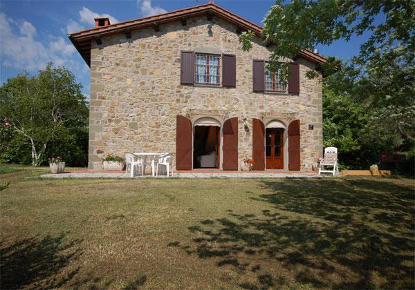 Outside View of the House - Lovely cottage in beautiful surroundings - San Gennaro Collodi - rentals