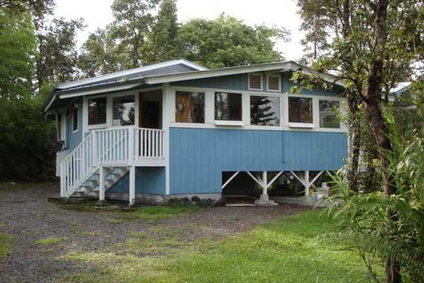 The Cottage is the only residence on the 4-acre property - Cozy Cottage in a Tropical Garden Grove - Keaau - rentals