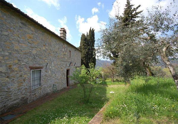 Outside View of the House - Lovely cottage in Tuscan style - Piazzano - rentals