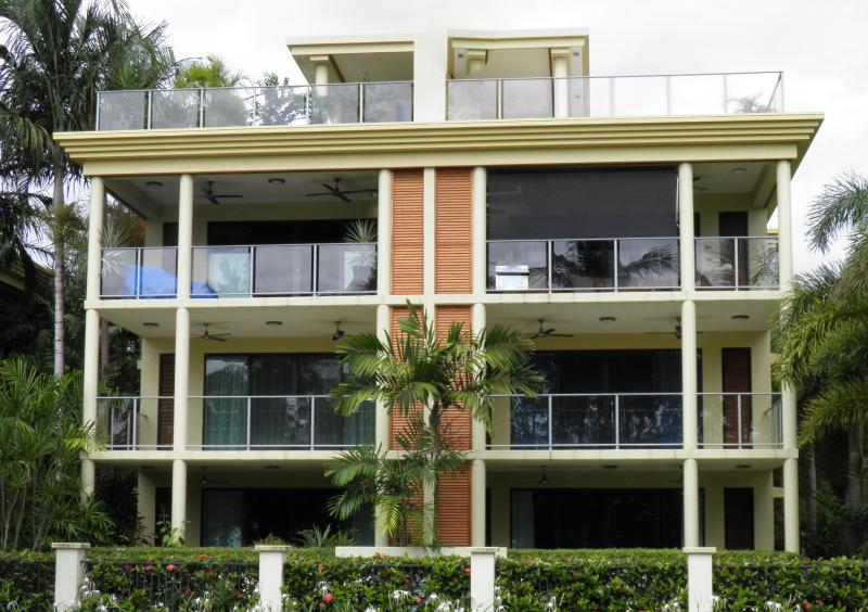 Pacific Penthouse Apartment - Pacific Penthouse Luxury Beachfront Apartment - Cairns - rentals