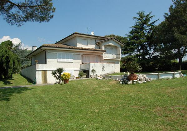Outside view of the house - Charming, spacious villa with pool and garden - Balbano - rentals