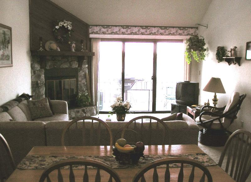 Living rooom and dining area - 2 br 2 ba Woodcrest lakefront condo BEAUTIFUL VIEW - Lake Ozark - rentals