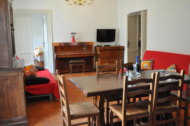 Brand new 4 bedroom apart sleeps 14 (Trastevere 6) - Image 1 - Rome - rentals