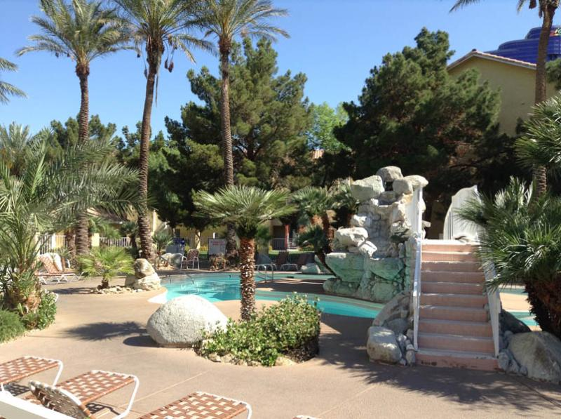 Resort Style Pool - Newly Redecorated Luxurious, Spacious 3 Bedroom Condo a Stone's Throw from the Strip - Las Vegas - rentals