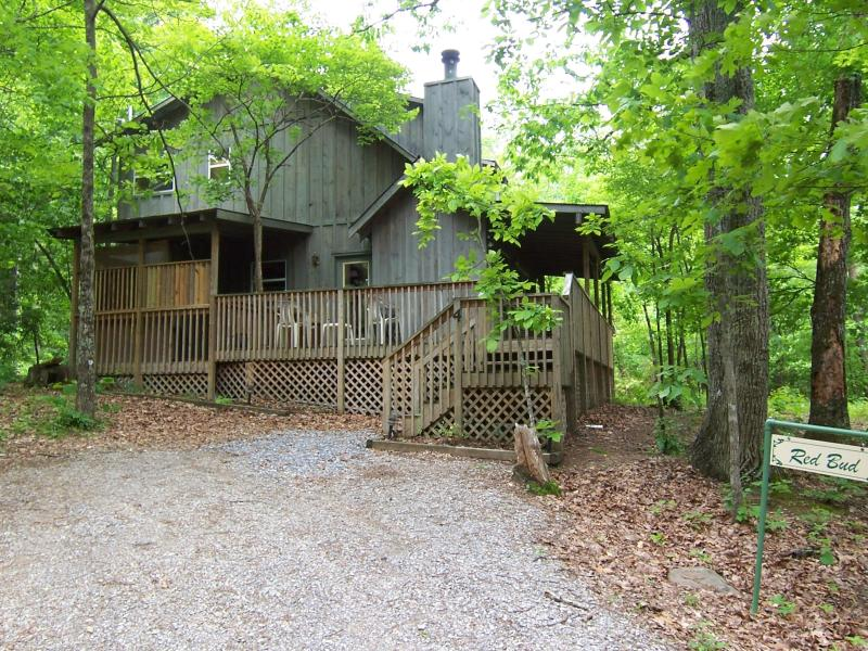 Outside of Red Bud in the Spring - Summer Special - Stay 3 Nights get 4th Night Free - Pigeon Forge - rentals