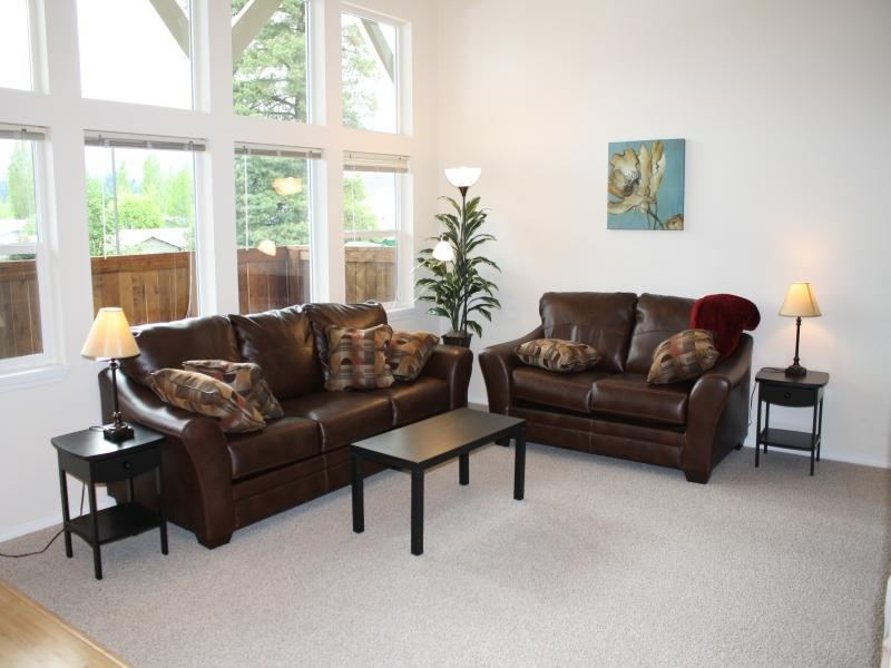 Bright livingroom with view of Selkirk Mountain range - Bright new condo - Near downtown, lake and parks! - Sandpoint - rentals