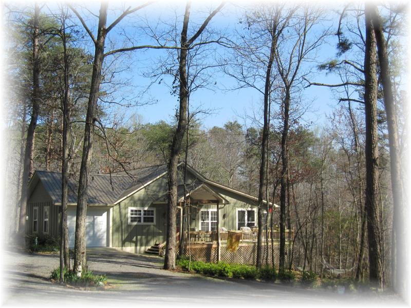 Angel\'s Rest Cottage is nestled among the trees on the edge of a deep canyon. - Angel's Rest - Mountaintop Retreat w/ Personal Spa - Fort Payne - rentals
