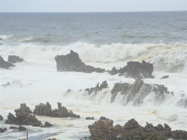 Angry Seas from living rook - Die Rotse Host House unit -'Drievis' - Kleinmond - rentals