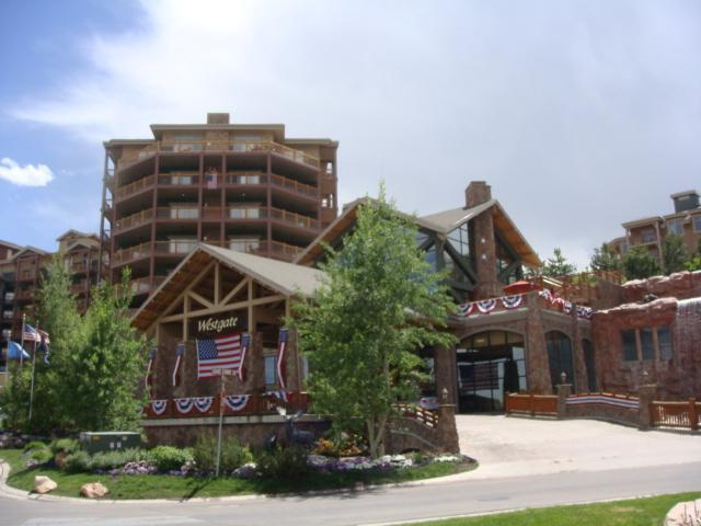 Westgate Entrance, Suite 3800 on 8th Floor w/flag on balcony - 4KingBR Pres.Suite, Westgate Canyons, Ski I/O - Park City - rentals