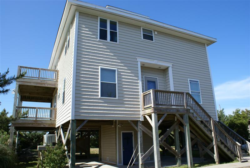 Front of the House - Affordable, Spacious, Pet Friendly House - Hot Tub - Waves - rentals