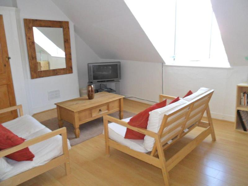 Light airy loft apartment near beach in Whitstable - Image 1 - Whitstable - rentals