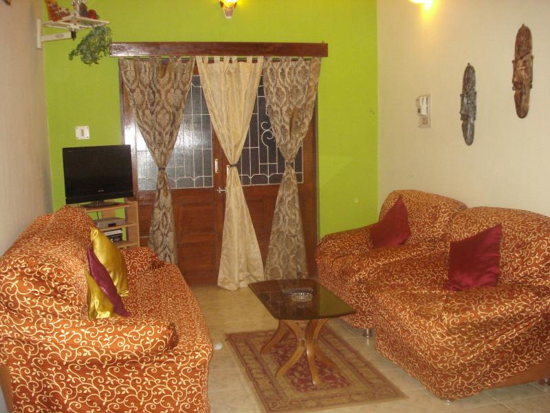 hall - 2 BHK Beach-Front Holiday Apartment in Goa - Candolim - rentals