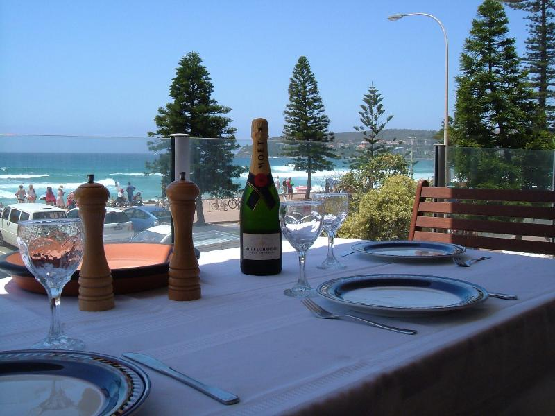 Breakfast and drinks on the balcony - Absolute Beachfront Manly Bed & Breakfast - Manly - rentals